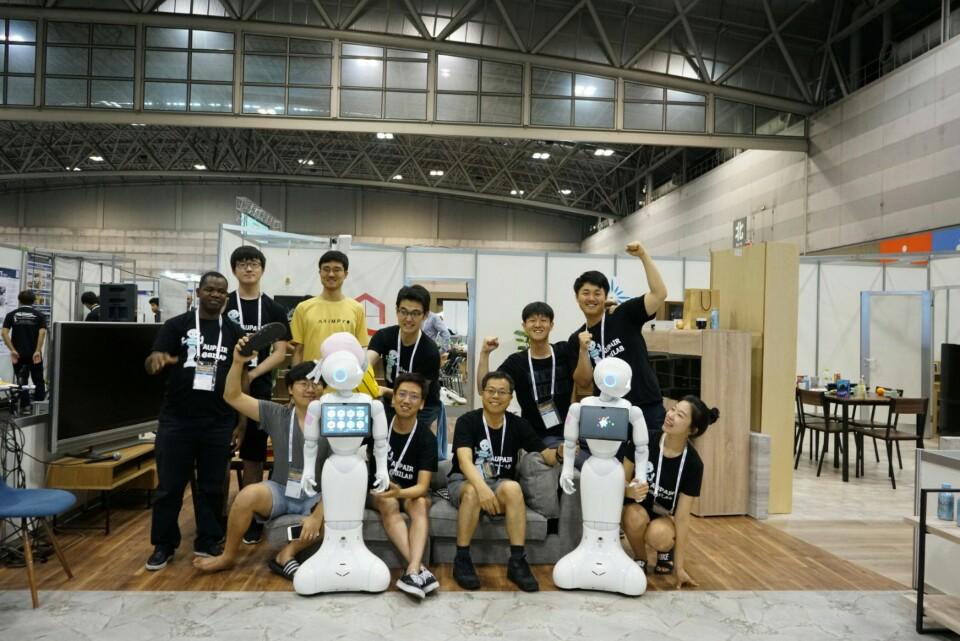 '2017 국제 로보컵 대회'에서 우승한 서울대 컴퓨터공학부 장병탁 교수팀
